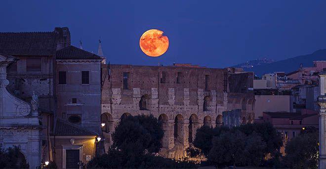 5486fb4169 La notte tra mercoledì 31 gennaio e mercoledì primo febbraio è prevista l'eclissi  di Super Luna, ma i siciliani potranno osservare l'evento solo attraverso  ...