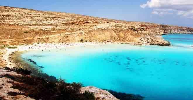 Basta un minuto per innamorarsi di Linosa e Lampedusa: il paradiso è filmato dal cielo