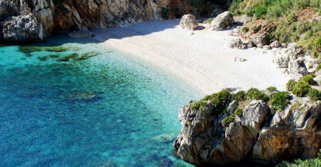 Sembrano le Maldive ma sei in una spiaggia di Sicilia: Vanity Fair promuove le più belle