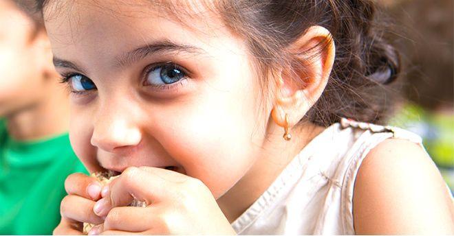 Tra gioco feste e merende anche i bambini possono mangiare sano ma con gusto - Ricette che possono cucinare i bambini ...