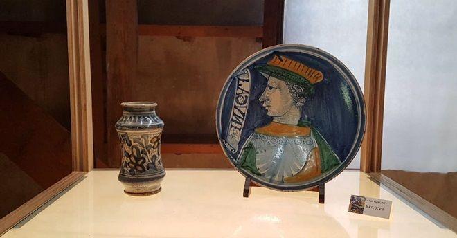 Dalle antiche botteghe degli speziali: preziose ceramiche e