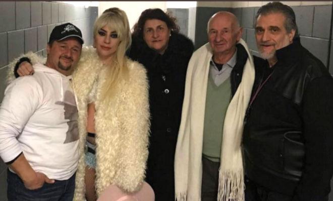 Lady Gaga cancella 10 concerti a causa della sua malattia